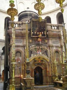 Tomb_of_christ_sepulchre1